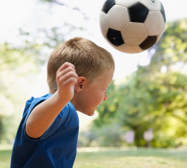 Le jeu de tête interdit à l'entraînement chez les enfants britanniques