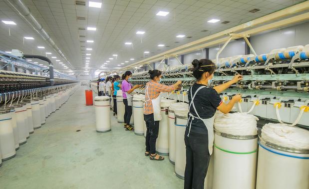 Organisaties roepen merken op tot eerlijke verloning arbeiders: '10 cent per T-shirt maakt al groot verschil'