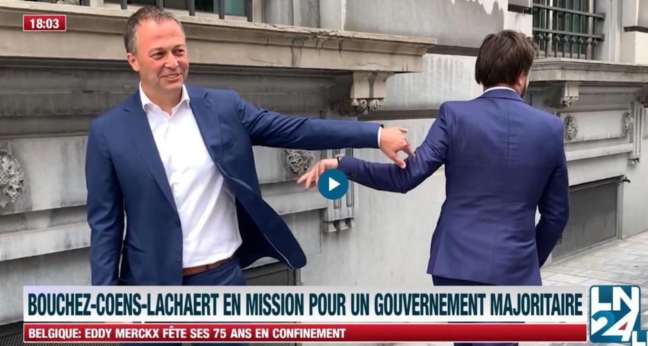 Factcheck: Nee, deze aanraking tussen Lachaert en Bouchez gebeurde niet recent