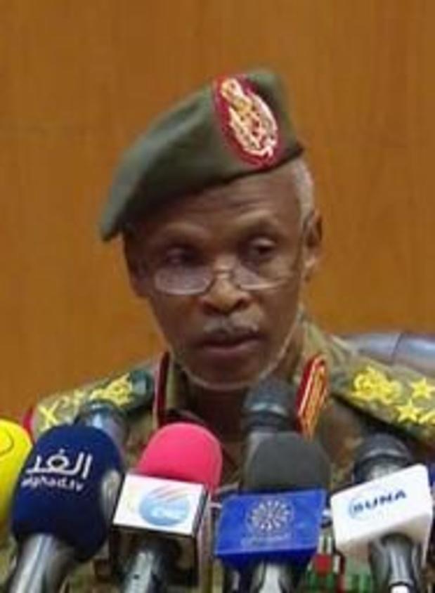 """Le nouveau pouvoir militaire promet un """"gouvernement civil"""" au Soudan"""
