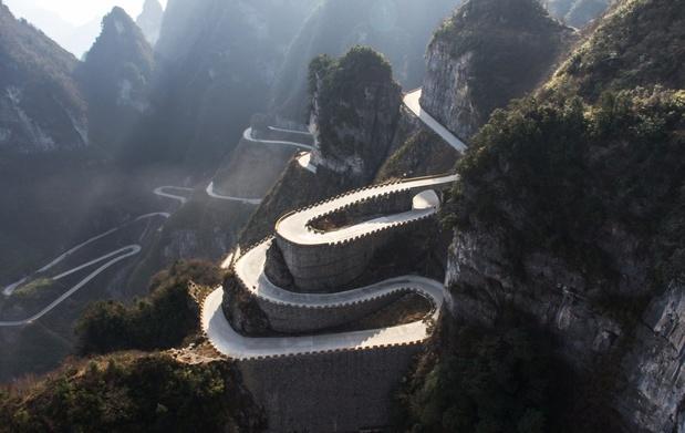 La Volkswagen ID. R à l'ascension du Mont Tianmen