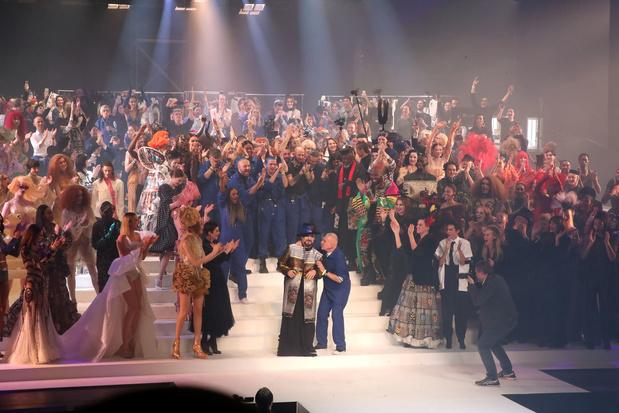 Jean Paul Gaultier signe un dernier défilé féerique (en images)