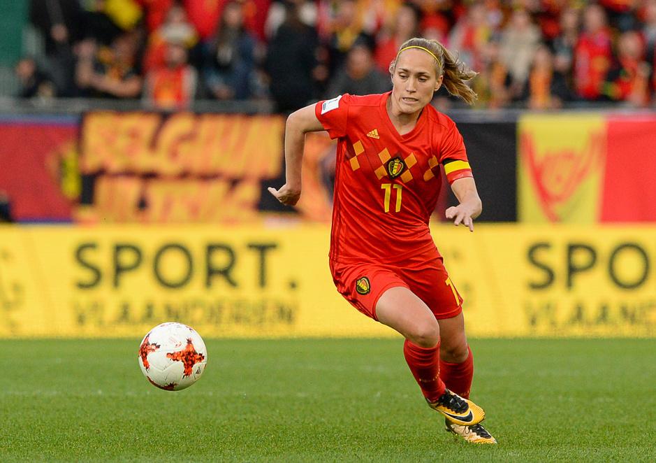 Red Flame Janice Cayman: 'De echte liefhebbers houden van mannen- én vrouwenvoetbal'