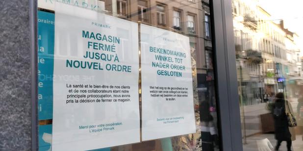 """Fermeture des magasins non-essentiels: """"C'est une très triste soirée pour notre pays"""""""