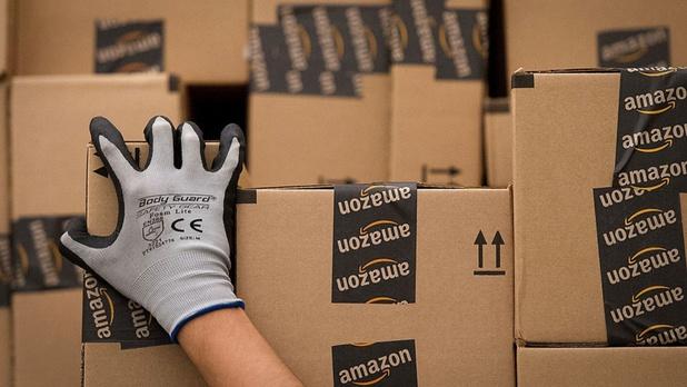"""Amazon accusé par une fédération syndicale internationale d'""""espionner les travailleurs"""""""