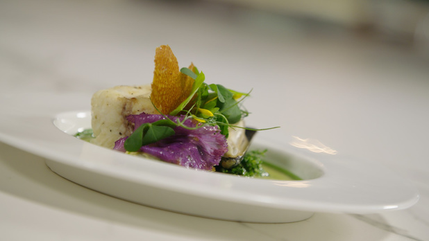 Z Mastercook: Plie cuite sur l'arête, chou frisé, moules de Zélande, plancton du chef Tim Boury