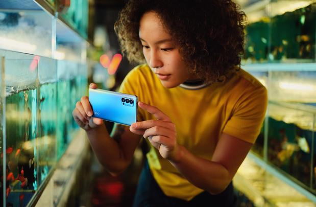 OPPO introduit trois smartphones Reno4 parés pour la 5G