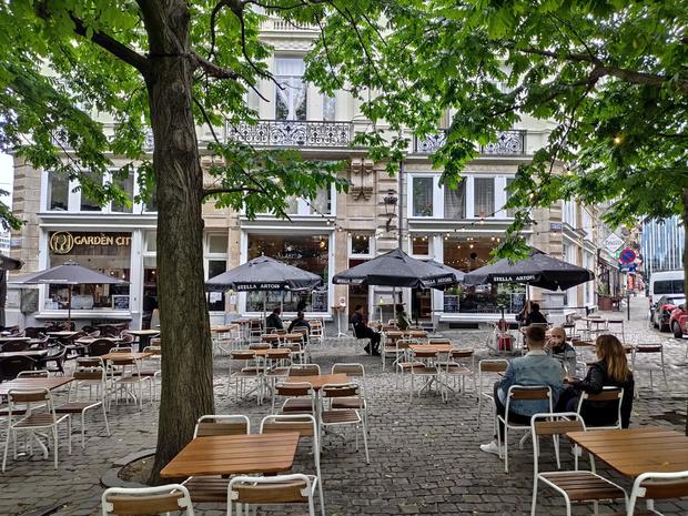 Les Belges retrouvent leurs cafés
