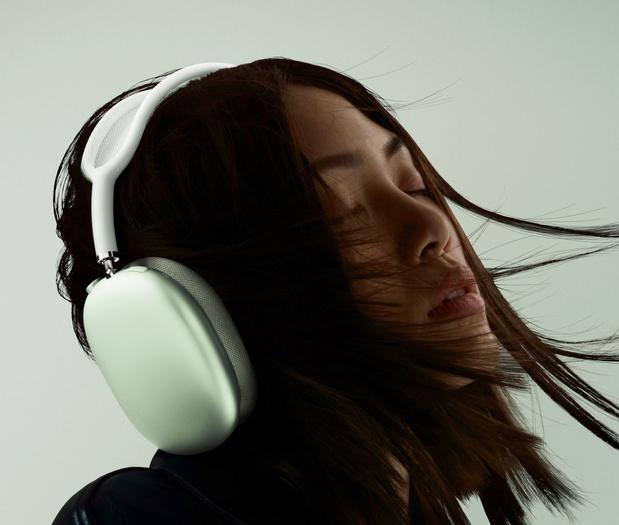 Apple introduit un très coûteux casque AirPods Max