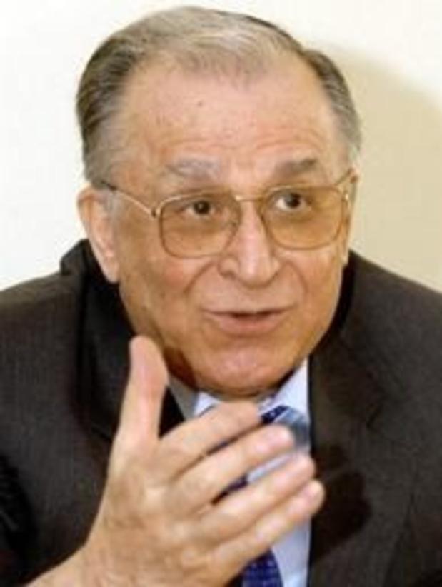 """L'ex-président roumain Ion Iliescu jugé pour """"crimes contre l'humanité"""" en 1989"""