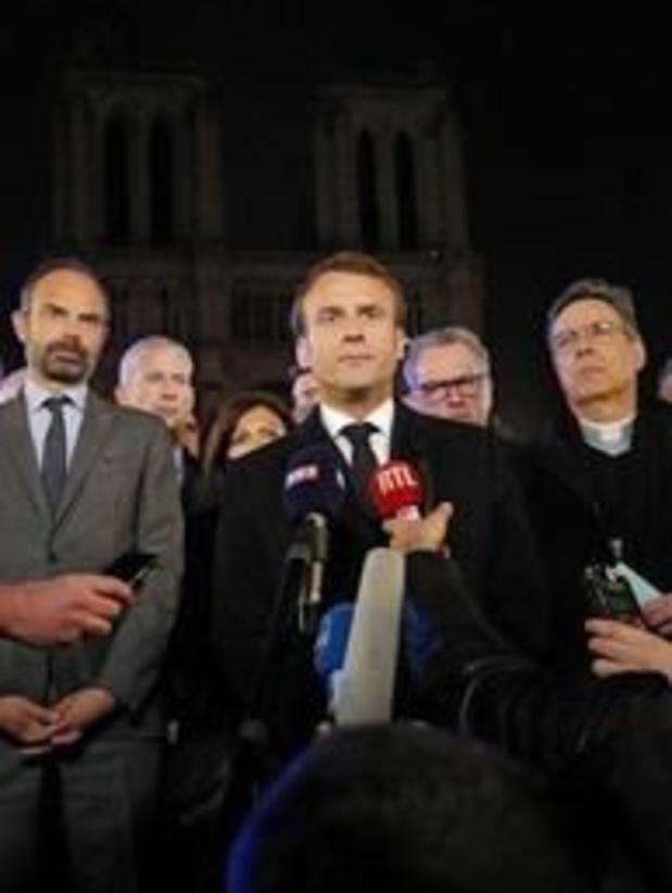 Macron zegt wegens brand Notre-Dame geplande persconferentie over hervormingen af