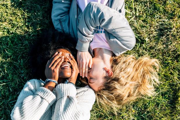 Vriendschap in tijden van crisis: hoe de pandemie onze kijk op vriendschappen veranderde