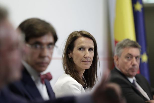 Corona-updates: Veiligheidsraad stelt mogelijke versoepelingen uit tot volgende zitting; reizen naar Zweden opnieuw toegelaten