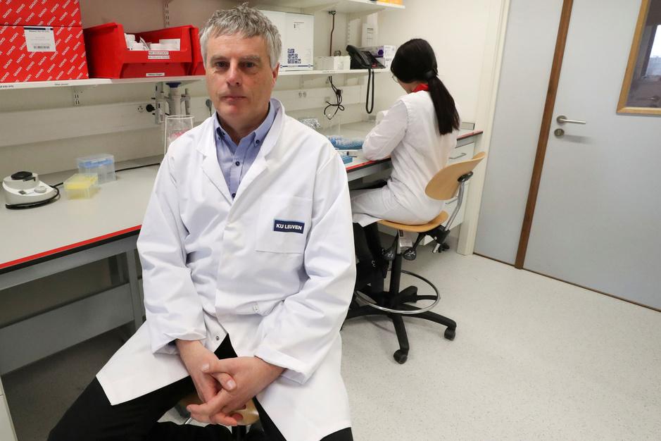 Viroloog Johan Neyts: 'We mogen geen valse hoop geven dat we weldra krachtige coronavirusremmers zullen hebben'
