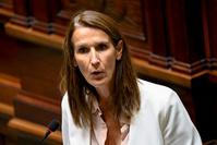 """Sophie Wilmès: """"Plus la crise sanitaire sera grave, moins le nombre de contacts sociaux sera important""""."""