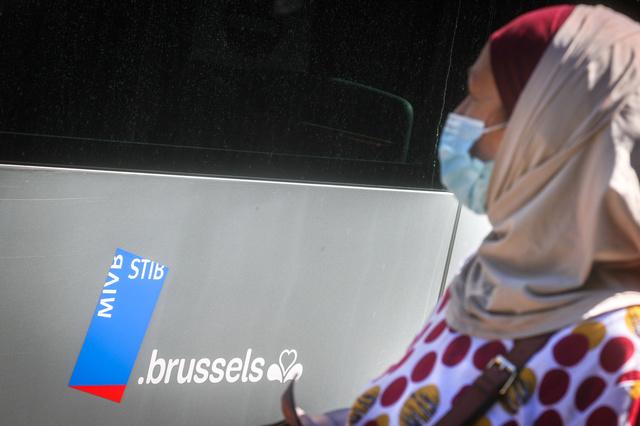 Hoofddoekenkwestie MIVB: Brusselse regering niet in beroep en vraagt wijziging arbeidsreglement