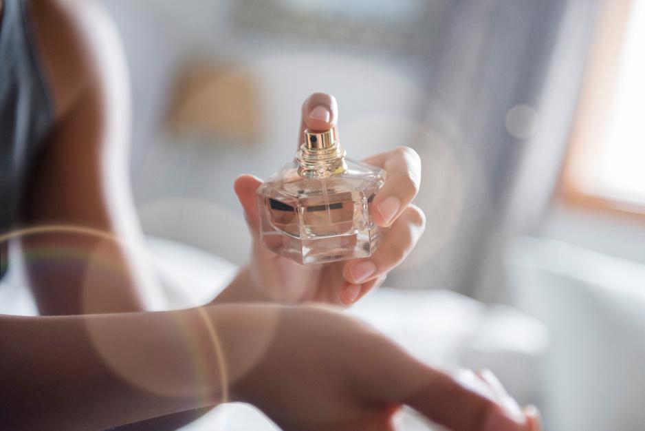 Van genderneutrale geurtjes tot haarmist: dit zijn de trends in de parfumwereld