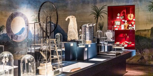 Un Cabinet de Curiosités rempli de bijoux