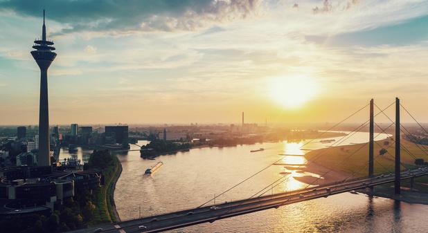 Dagtrippen in Düsseldorf: stijlvol shoppen in de oude binnenstad en flaneren langs de Rijn