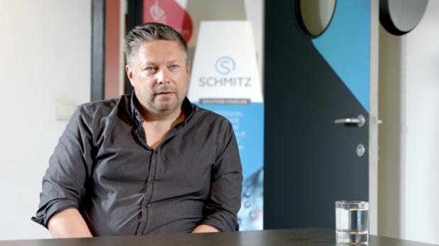 La polyvalence et la technologie LED des imprimantes VUTEk® sont fort utiles à l'entreprise Schmitz
