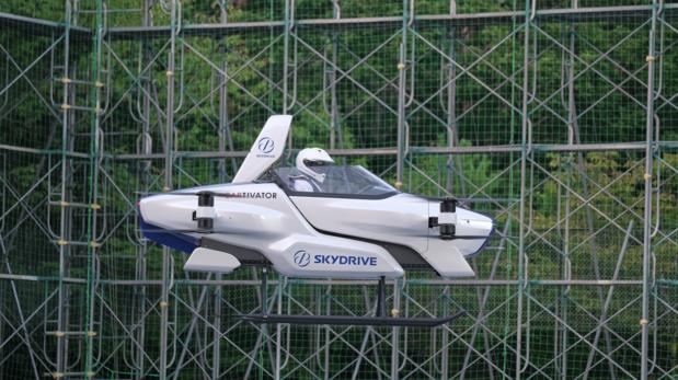 SkyDrive demonstreert vliegende auto die met steun van Toyota is ontwikkeld