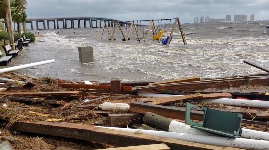 Amerikanen komen letters tekort voor al hun orkanen en stormen