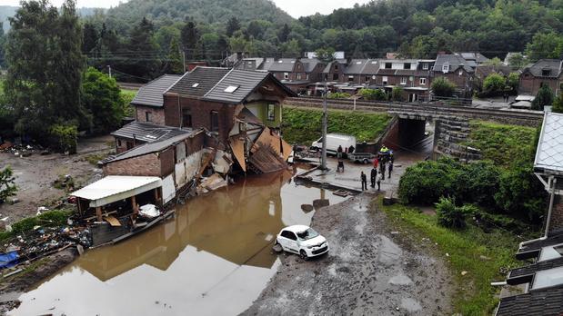 Inondations: dix mille voitures sinistrées, des mois pour les remplacer