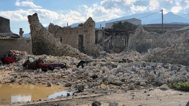 """""""Situation extrêmement difficile"""" à Samos au lendemain d'un fort séisme"""