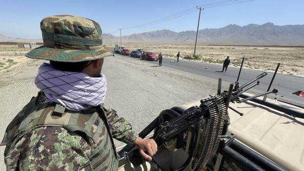 """Campagne de com' talibane, """"trahison"""" américaine: les raisons du fiasco des forces afghanes"""