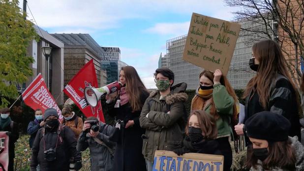 Tweehonderdtal mensen betoogt in Brussel tegen Franse veiligheidswet