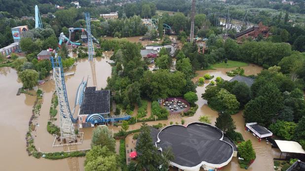 L'été de relance des parcs d'attractions prend l'eau