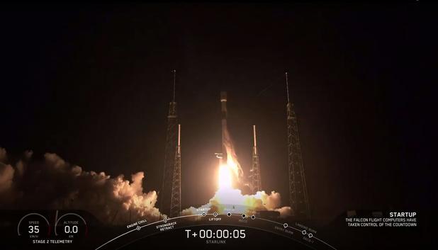 SpaceX brengt zestig internetsatellieten in baan om de aarde