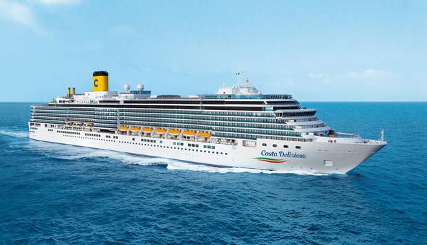 Grote cruiseschepen lichten anker in Middellandse Zee