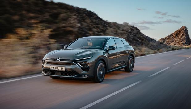 Citroën dévoile une grande berline, la C5 X