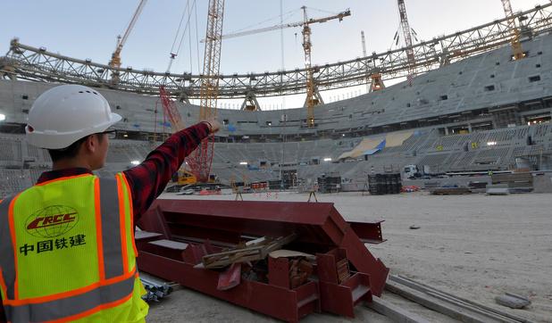 Mondial: près de 6.500 travailleurs migrants sont décédés au Qatar depuis 2010