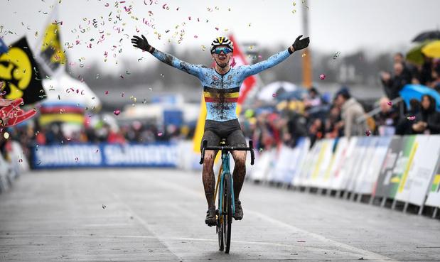 Dan toch Belgische medailles: Thibau Nys wordt wereldkampioen veldrijden bij de junioren