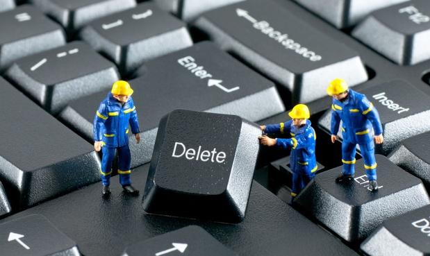 Les médias sociaux ferment des comptes en masse en raison de propos haineux