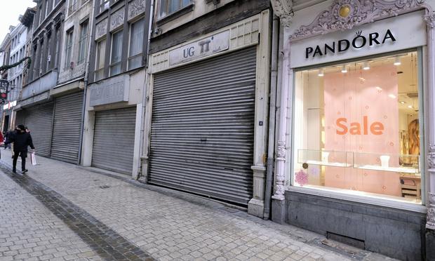 Trois plans si la Covid flambe: des magasins refermés au reconfinement