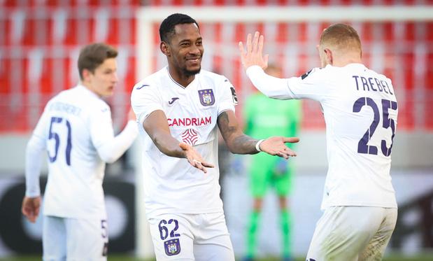 Anderlecht klimt naar vierde plaats na forse zege bij Antwerp: 1-4