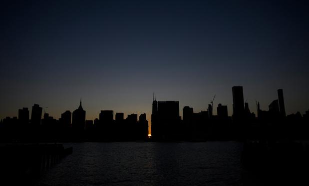"""Les New Yorkais ne seront pas """"prisonniers chez eux"""", assure le gouverneur"""