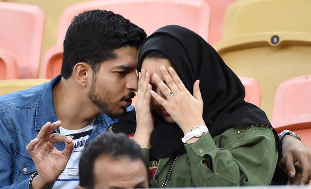 """La vie amoureuse secrète et """"pleine de risques"""" des jeunes Saoudiens"""