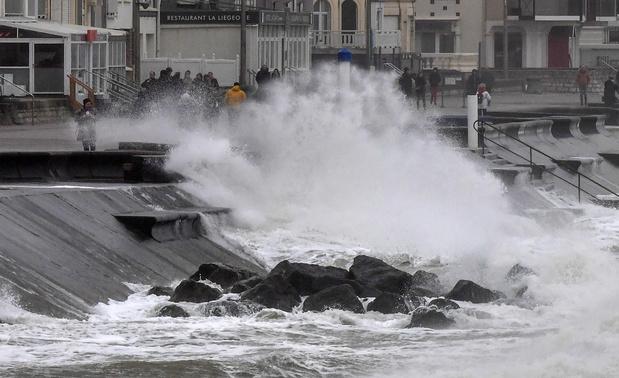 Tempête Ciara: reprise du trafic des ferries entre Calais et Douvres, trains à l'arrêt en Allemagne