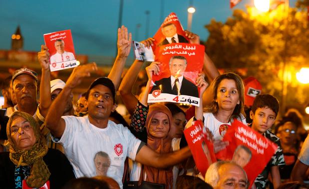 Présidentielle en Tunisie: ambiance de fête devant le QG de Nabil Karoui