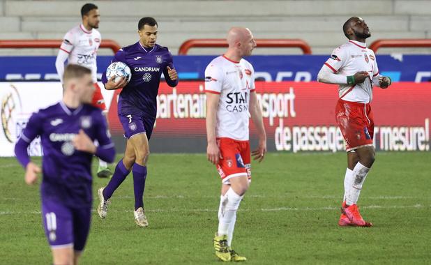 Anderlecht sauvé par un penalty (très) léger, pas par sa défense