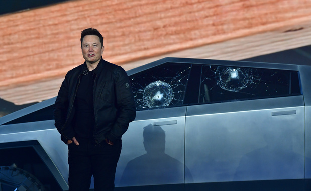 Tesla gooit eigen ruiten in tijdens voorstelling van 'Cybertruck'