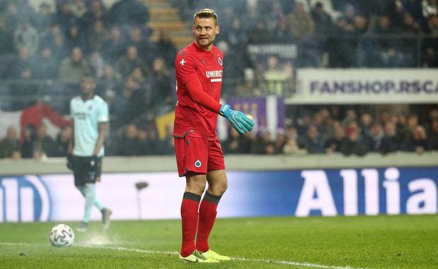 Anderlecht poursuit la personne qui a lancé un pétard vers Simon Mignolet