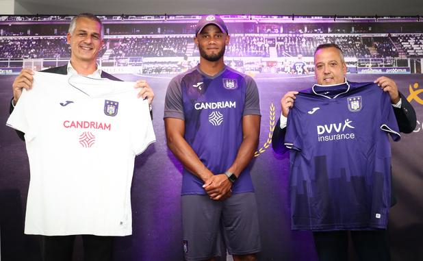 Anderlecht présente ses nouveaux maillots: il y aura deux sponsors différents