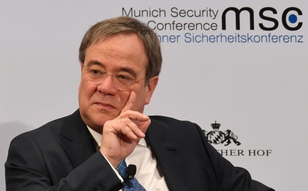 Armin Laschet, le successeur potentiel de Merkel, la critique sur l'Europe