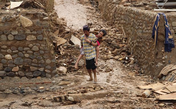 Inondations en Indonésie: 53 morts, des dizaines de milliers de personnes dans des abris