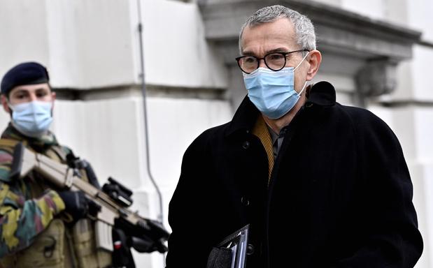 "Frank Vandenbroucke: ""Il serait irresponsable d'arrêter la vaccination avec AstraZeneca"""